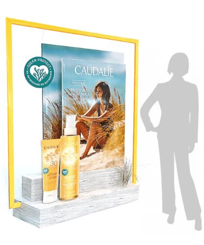 Habillage vitrine pharmacie PLV carton grand format pour gamme solaire en pharmacie - théâtralisation plv carton sur mesure
