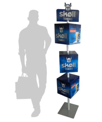 PLV cube - Totem 3 cubes sur mât - théâtralisation PLV carton sur mesure - PLV bière